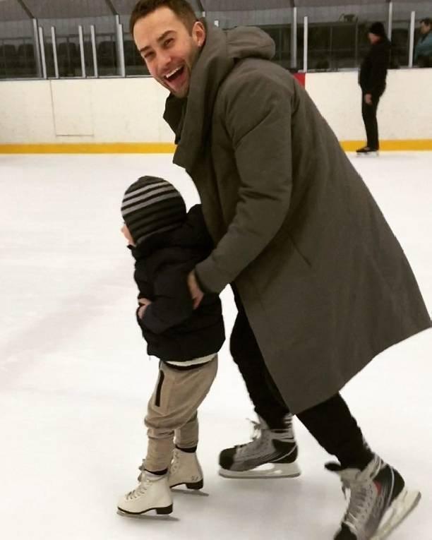 Дмитрий Шепелев вывел на лед 3-летнего сына (ФОТО)