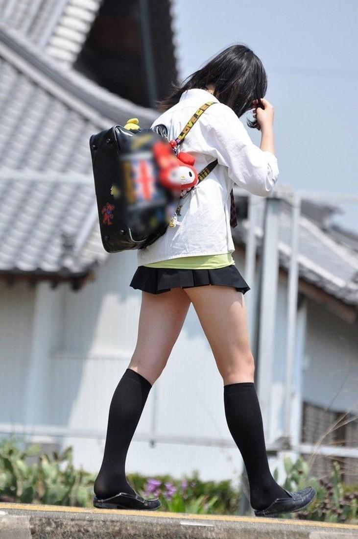 Видео японские школьницы под юбкой