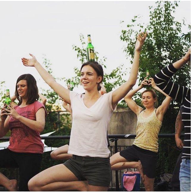 """""""Пивная йога"""" набирает популярность по всему миру (ФОТО)"""