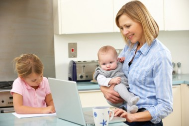 Ученые: установлена связь между рождением ребенка и доходом женщин