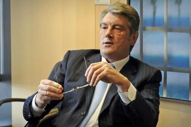 Ющенко обвинил власти в нежелании решения конфликта на Донбассе