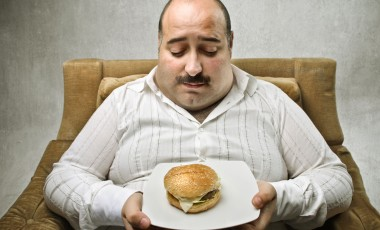 Ученые нашли связь между весом человека и его доходом