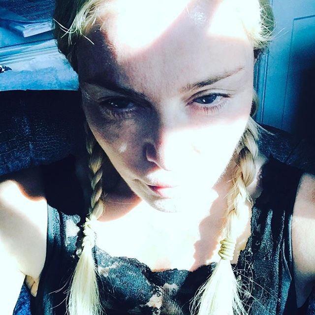 Мадонна показала, как выглядит дома по выходным (ФОТО)