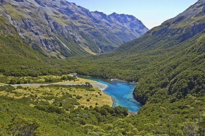 Чистейшее озеро на Земле, в которое ни в коем случае нельзя окунаться (ФОТО)