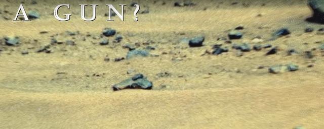 Ученые обнаружили на Марсе пистолет и каску времен Второй мировой