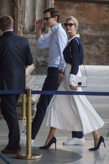 В Ватикане Иванка Трамп приняла фото итальянского футболиста за образ святого (ФОТО)