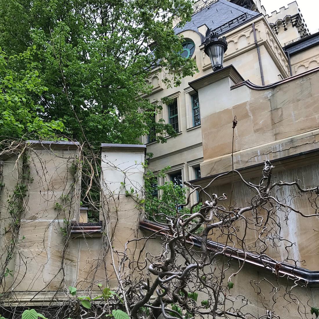 Максим Галкин показал, где живет с Аллой Пугачевой и детьми (ВИДЕО)