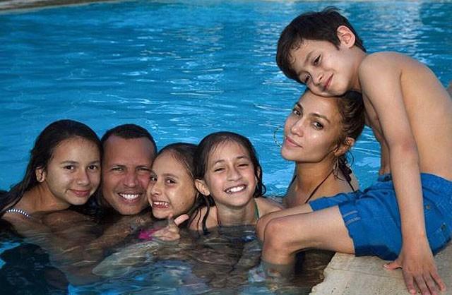 Дженнифер Лопес и Алекс Родригез провели выходные с детьми (ФОТО)