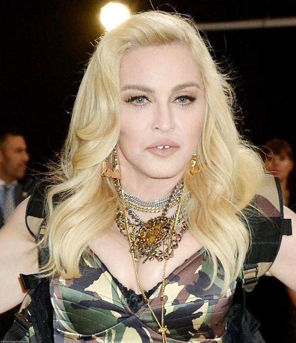 Мадонна покидает США из-за молодого возлюбленного (ФОТО)