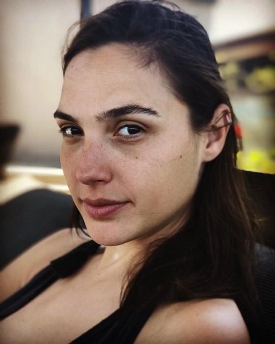 32-летняя Галь Гадот поделилась селфи без макияжа (ФОТО)