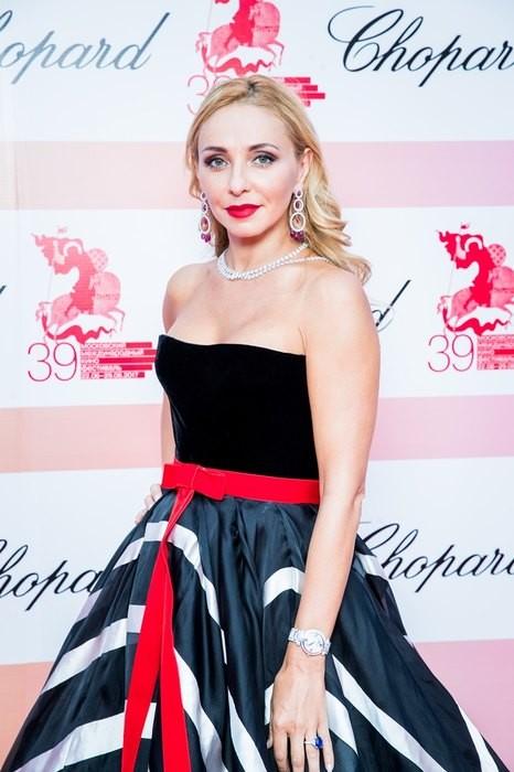 Татьяну Навку пристыдили за платье стоимостью два миллиона рублей (ФОТО)