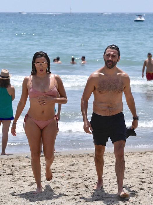Подловили на пляже фото 658-1