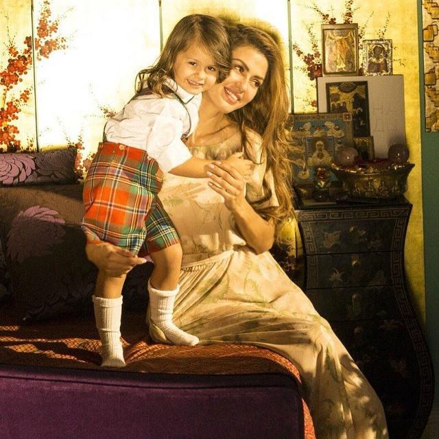 Дочки-матери: Виктория Боня проводит время с дочкой Анджелиной в Лос-Анджелесе (ФОТО)