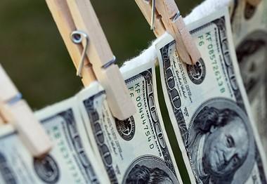 Американец отправил в стирку 9 тысяч долларов