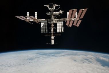 Возле МКС пролетел очередной корабль пришельцев (ВИДЕО)