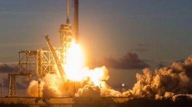 Ракета SpaceX вывела на орбиту телекоммуникационный спутник