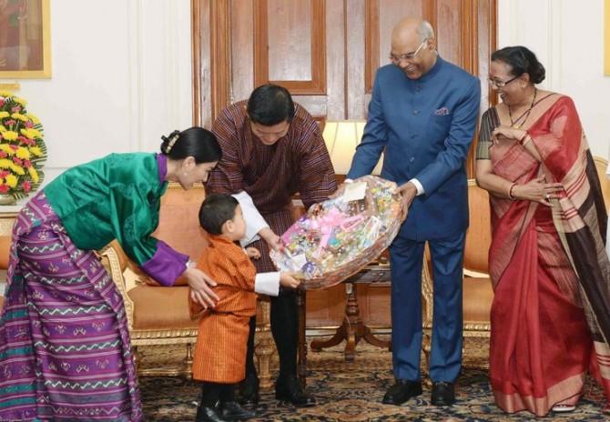Принц Бутана готов завоевать звание самого милого наследника королевства (ФОТО)