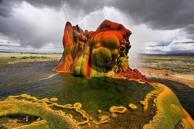 Чудо Невады: скважина для колодца, превратившаяся в гейзер (ФОТО)