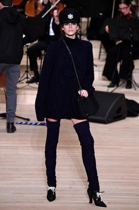 Кайя Гербер стала звездой показа Chanel в Гамбурге (ФОТО)