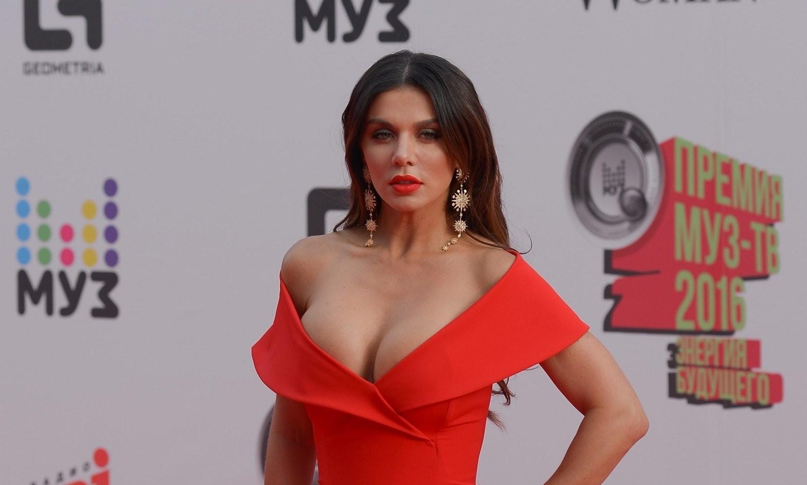 Итальянские секс кинозвёзды женщины ласкают сами себя