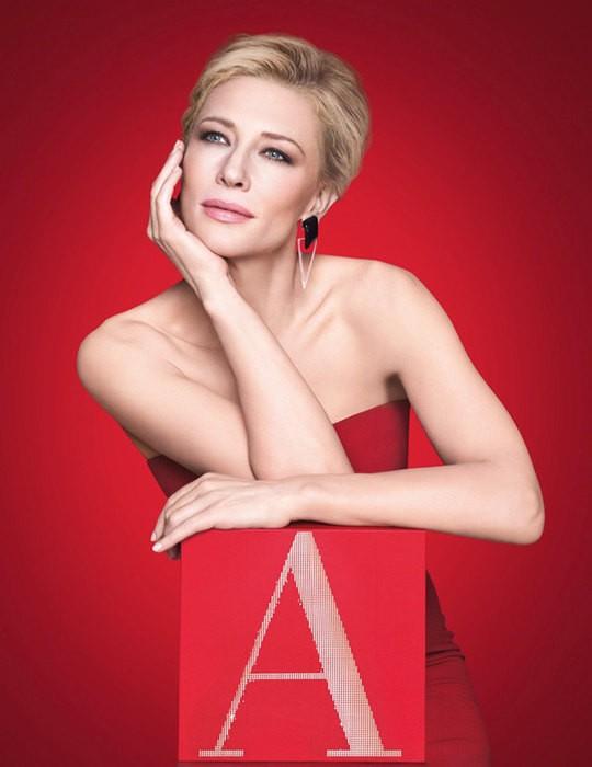В преддверии Рождества: Кейт Бланшетт в алом платье в рекламе Giorgio Armani (ВИДЕО)