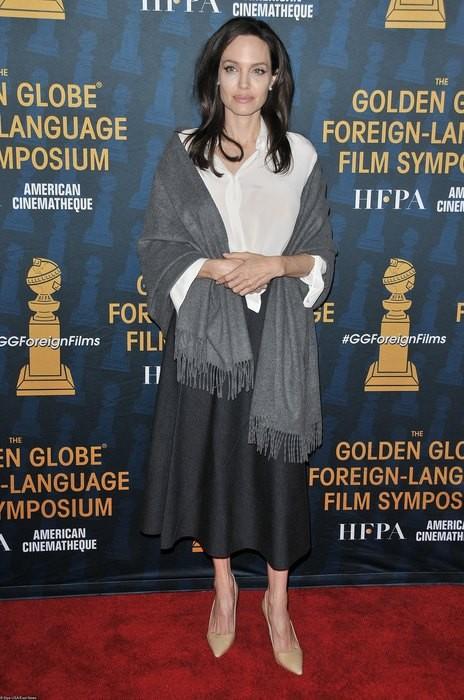 Анджелина Джоли пришла на мероприятие в монохромном образе (ФОТО)