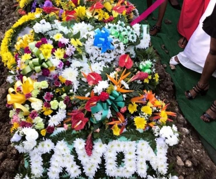 Рианна на похоронах двоюродного брата на Барбадосе (ВИДЕО)