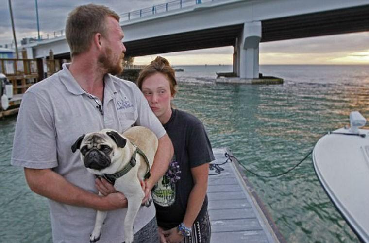 Пара путешественников потратила все на парусник, который почти сразу затонул (ФОТО)