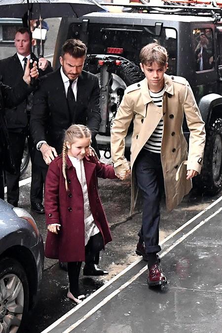 Виктория Бекхэм пригласила семью на свое шоу в Нью-Йорке (ФОТО)