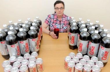 Англичанка 20 лет пила колу, чтобы доказать ее безопасность