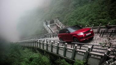 Исторический заезд гибридного Range Rover (ВИДЕО)
