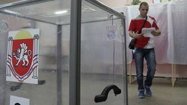 """Оккупанты Крыма угрожают учителям, врачам и студентам за неявку на """"выборы"""""""
