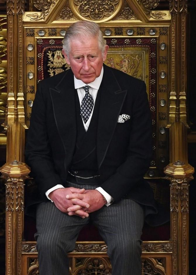 Принц Чарльз носит одни туфли и пиджак уже 50 лет (ФОТО)