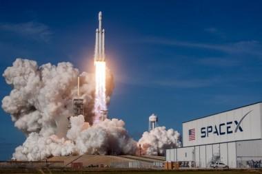 SpaceX вернет вторую ступень ракеты с помощью воздушного шара