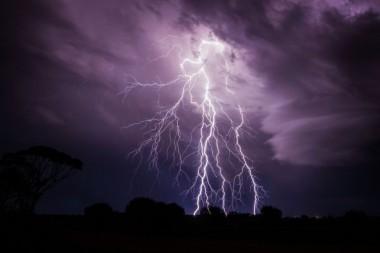 """В Хорватии молния """"врезалась"""" в НЛО (ВИДЕО)"""