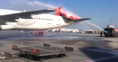 В аэропорту Стамбула столкнулись два самолёта (ВИДЕО)