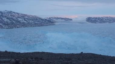 Разрушение гренландского ледника попало на видео