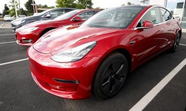 Tesla обещает отправить в космос ваше фото за рекомендацию купить авто
