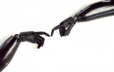 Разработан протез руки с ощущениями прикосновения