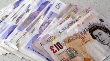 Британец прокутил крупный выигрыш в лотерею и таскает мешки с углем