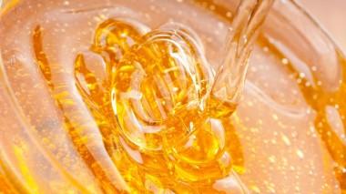 Медики рассказали о лечебных свойствах воды с медом