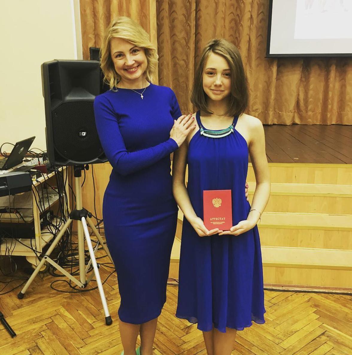 Самая молодая звезда «Папиных дочек» Екатерина Старшова с отличием окончила школу (ФОТО)