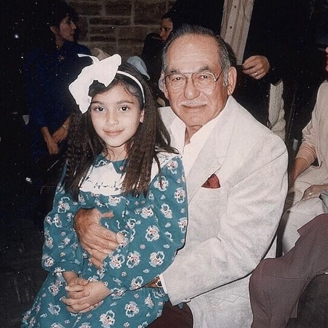 Ким Кардашьян показала себя в детстве с дедушкой (ФОТО)