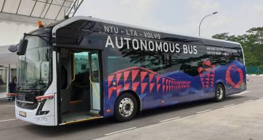 Volvo показала первый в мире беспилотный электрический автобус на 80 мест