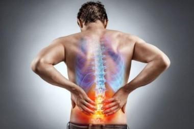 Медики рассказали о шести вредных привычках для позвоночника