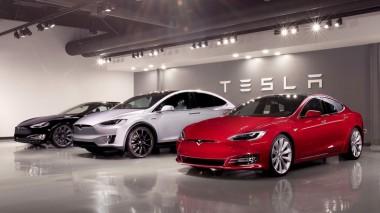 Tesla сохранит шоу-румы и поднимет цены на модели