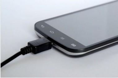 Эксперты рассказали, как не испортить телефон во время зарядки