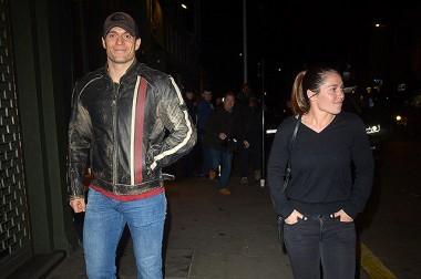 Генри Кавилл встречается с девушкой-пожарным (ФОТО)