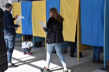 Более 100 тысяч избирателей за три дня изменили место голосования