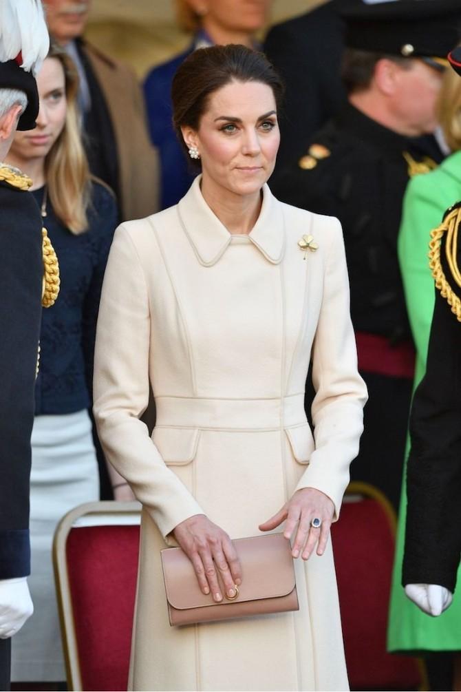 Кейт Миддлтон в элегантном пальто и на шпильках  (ФОТО)